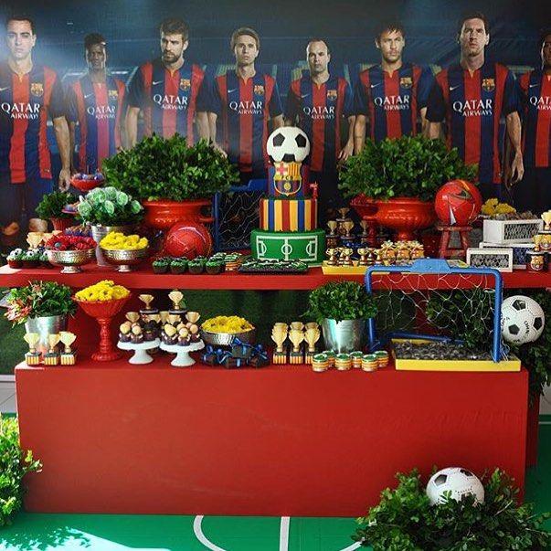 Festa infantil com tema Futebol, Barcelona,  super bonita por @liviamartinsfestas ⚽️⚽️ #kikidsparty