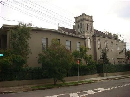 Cambridge Lodge was completely refurbished in 2004 and now offers a standard of accommodation usually associated with expensive city hotels. It is 4km from the heart of the city, or walking distance to one of the funkiest areas in Sydney, Newtown.