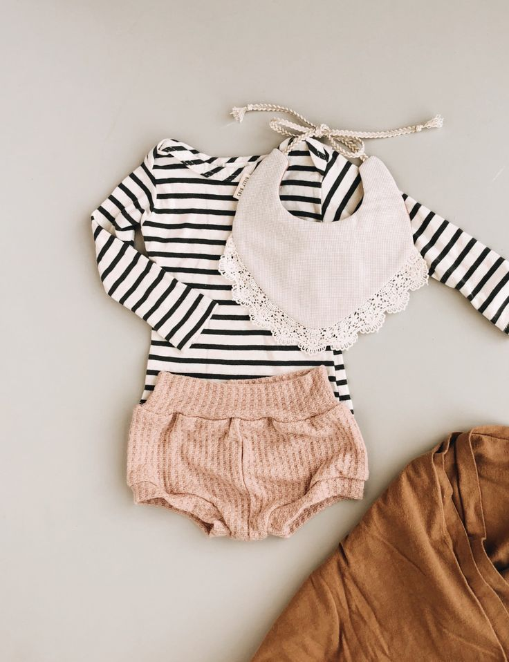 Mixing patterns and textures for a cute baby girl outfit. – Baby Girl ♡