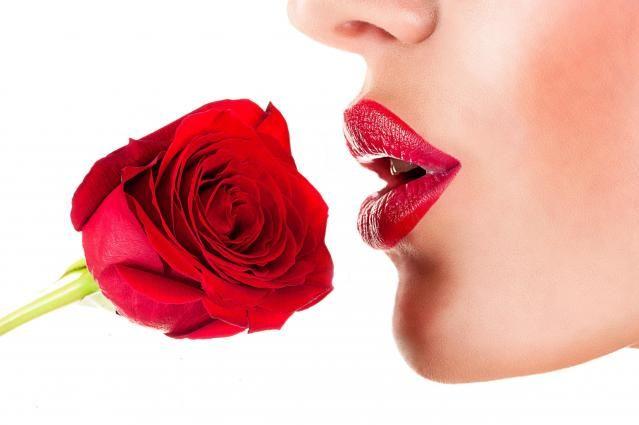Pielęgnacyjne i makijażowe triki na piękne usta #MAKIJAŻOWE #PORADY #MAKIJAŻ #UST