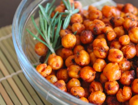roasted chickpeas with cumin, rosemary and thyme: road trip snack?? I want to try this with dill and sea salt! Or oregano and basil! Yummy!