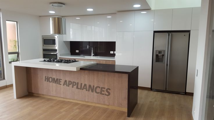cocinas modernas #cocinas #kitchen #design #isla #Home #homeappliances #Electrodomesticos #Art #Persianas #Hornos #Neveras
