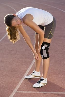 Quad Exercises For Knee Injuries | LIVESTRONG.COM
