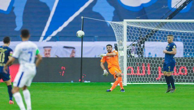 مباشر مباراة الهلال ضد النصر حديث ودي بين حمدالله وحكم اللقاء Soccer Field Field Soccer