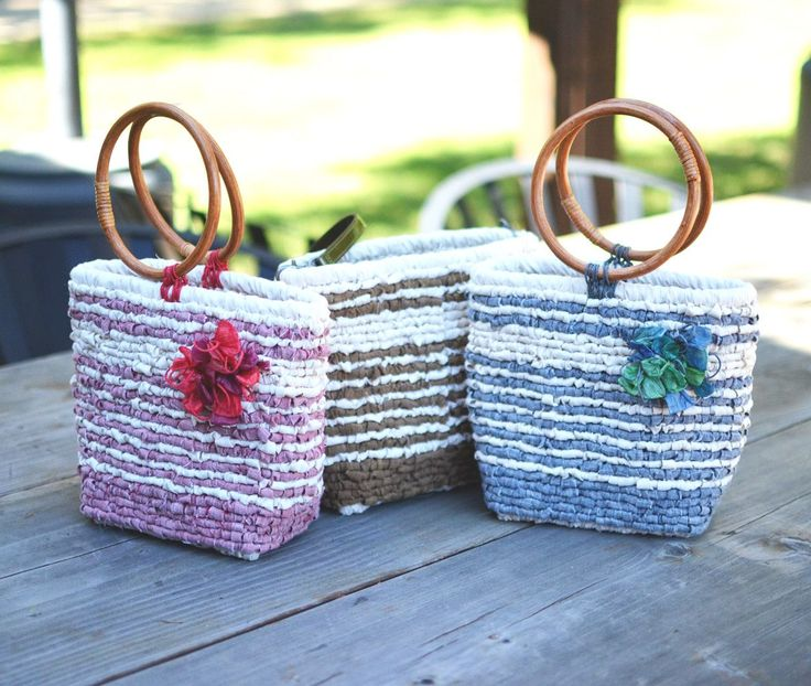 Locker hook a small tote in a striped design reminiscent of vintage linens. Easy to locker hook on the wider canvas. Available in 4 colors: Denim, Red Linen, Twig, Turquoise. The kit includes everythi