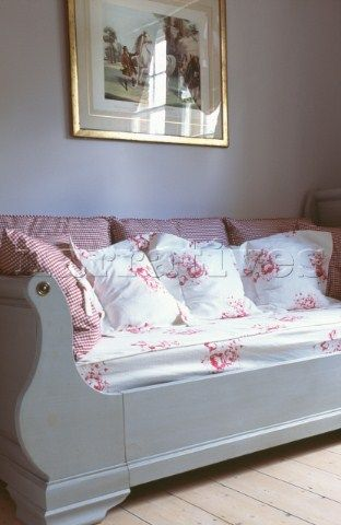 Swedish sleigh bed...I would love this in my home office...to curl up on with a book and a cup of tea on a rainy day :)