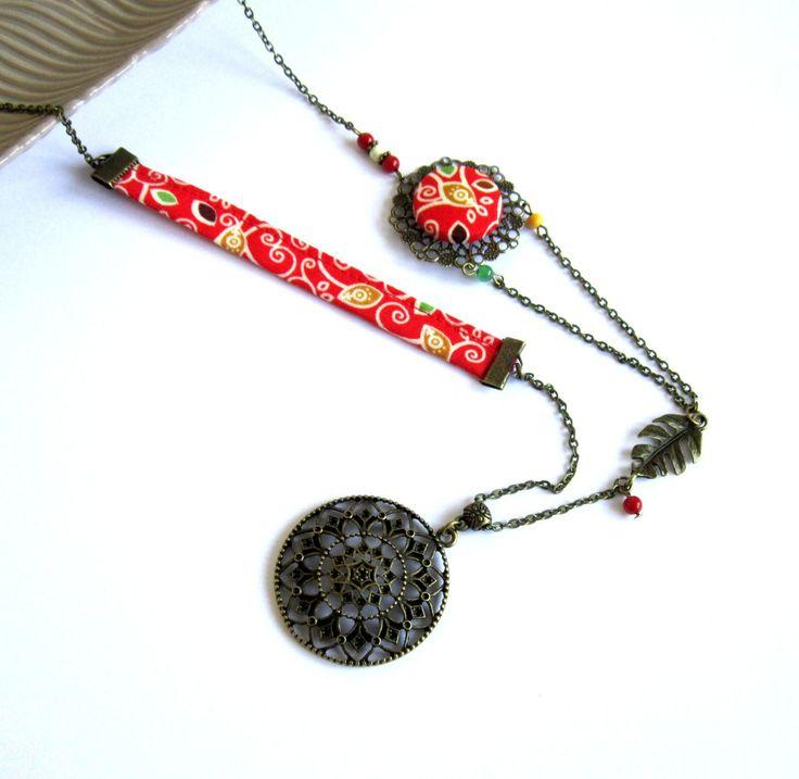 Sautoir ethnique rouge et bronze, jaune moutarde, vert, coton, pendentif cercle, feuilles : Collier par color-life-bijoux