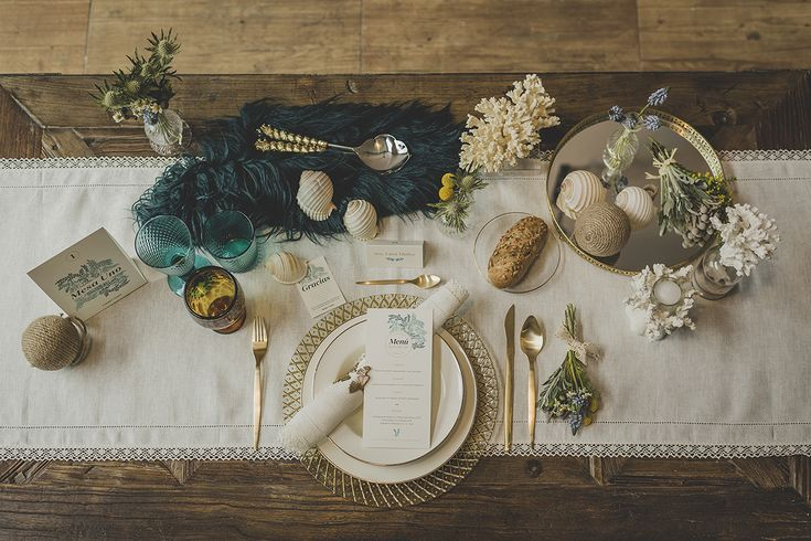 La primera colección de #papeleríadebodas de Loveratory sabe a mar, al rumor de las olas dentro de una caracola, a los rayos de sol al atardecer sobre el Mediterráneo. Refrescante, serena y elegante, así es 'A mar sabe el amor' #invitacionesdeboda #meserosdeboda #brandingdeboda #weddingstationery #bodas2016 #greenwedding #ecowedding #seawedding #bridaltrends #weddingtrends #paperslovers #diseño #weddingdesing #tableseating #tableseat #tabledeco