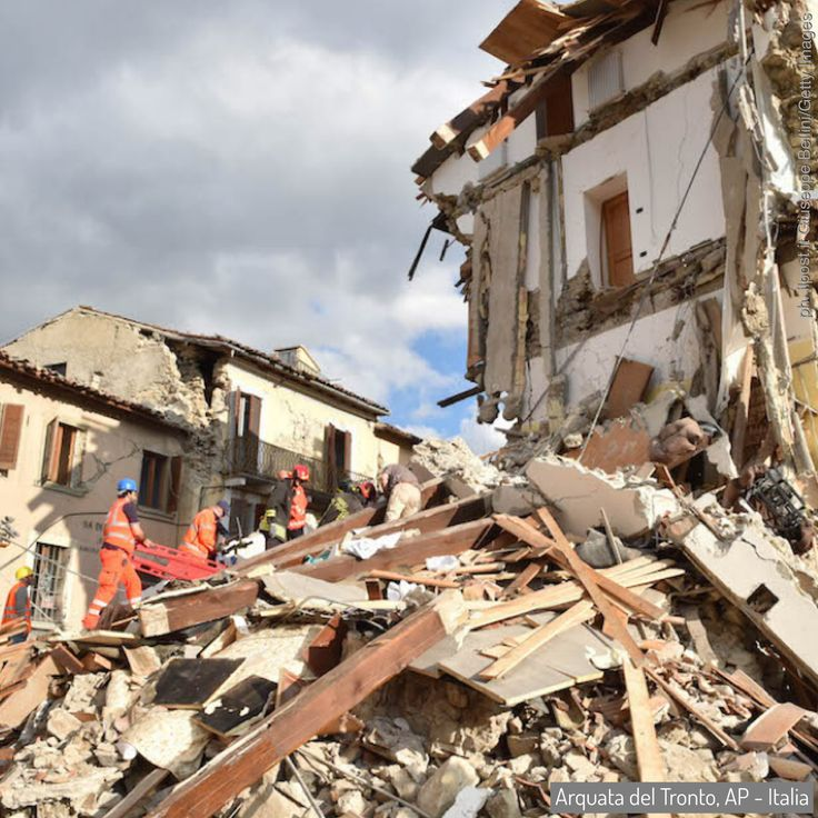 24 Aug 2016: a powerful #earthquake has devastated a string of mountain towns in central Italy, trapping residents under rubble, killing at least 278 people and leaving thousands homeless. Thanks VOLUNTEERS... and officials... who dug with their bare hands... to save civilians. #Gabriella #Ruggieri #Italy #Amatrice #ArquataDelTronto #PescaraDelTronto #ProtezioneCivile #volunteer #italianredcross #vvff #firefighter #lazio #marche #umbria (ph. ilpost Giuseppe Bellini/Getty Images)