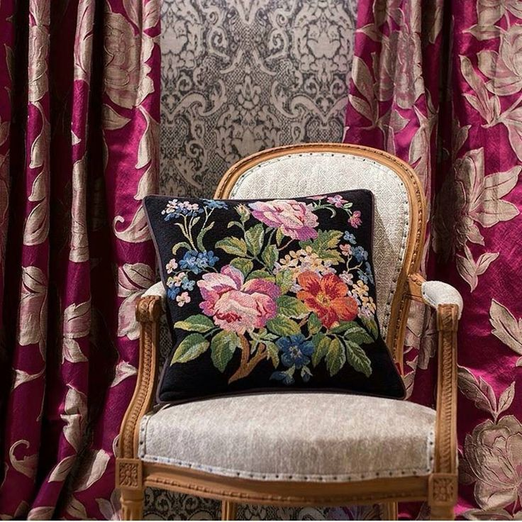Добавьте вашей жизни колорита с тканями @persanhomestudio. Всегда в #Galleria_Arben #шторы #persan #ткани #pillows #портьеры #decoration