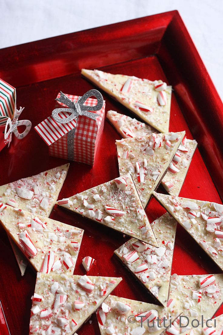 Peppermint Bark - the best homemade peppermint bark, perfect for gifting!