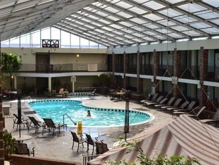 Bowling Green (KY) The Greenwood Hotel United States, North America Stop at The Greenwood Hotel to discover the wonders of Bowling Green (KY). Featuring a complete list of amenities, guests will find their stay at the property a comfortable one. Free Wi-Fi in all rooms, 24-hour front desk, room service, business center, restaurant are there for guests enjoyment. Some of the well-appointed guestrooms feature television LCD/plasma screen, air conditioning, telephone, satellite/...