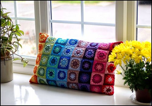 Ravelry: Flower cushion square pattern by Eloise Szmer