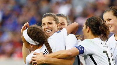 247Breaking News | Entertainment | Politics | Tech | Sports | Gossips | etc : Tobin Heath wins first U.S. Soccer Female Player o...