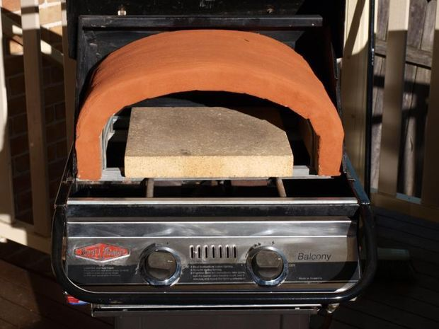 Step-by-step tutorial for how to turn your bbq into a pizza oven!