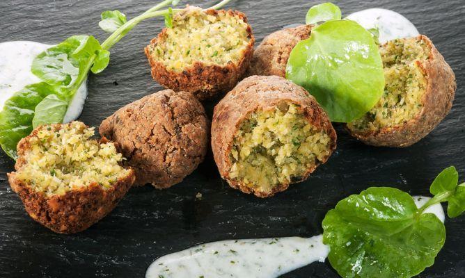 Receta de Falafel de pistachos con salsa de yogur