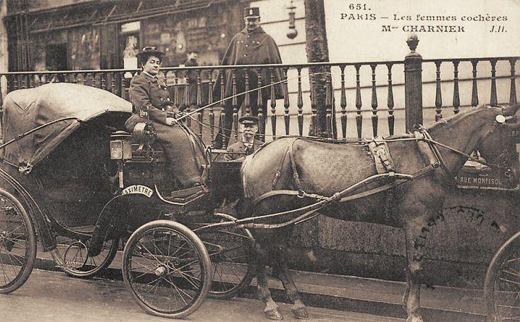 Les femmes cochères... (vieille carte postale, vers 1900)