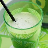 Grön äpplemilkshake - Recept http://www.dansukker.se/se/recept/gron-applemilkshake.aspx #apple #milkshake #barnkalas