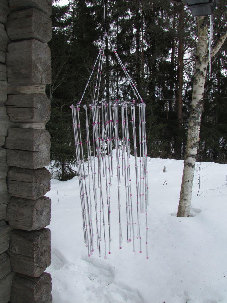 Himmeli ulos. Katso ohjeet blogistani. Tämä himmeli on tehty tuikkukipoista leikatuisa ja taivutetuista pilleistä sekä helmistä.