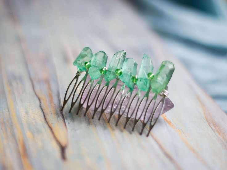Green quartz bridal comb, Boho wedding accessory, Aura quartz hair comb, Alternative wedding jewellery, Bohemian bride hairpiece by moondomeuk on Etsy https://www.etsy.com/listing/214984426/green-quartz-bridal-comb-boho-wedding