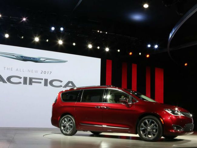 2018 chrysler crossover. contemporary chrysler 2018 chrysler pacifica is the featured model the  image added in in chrysler crossover
