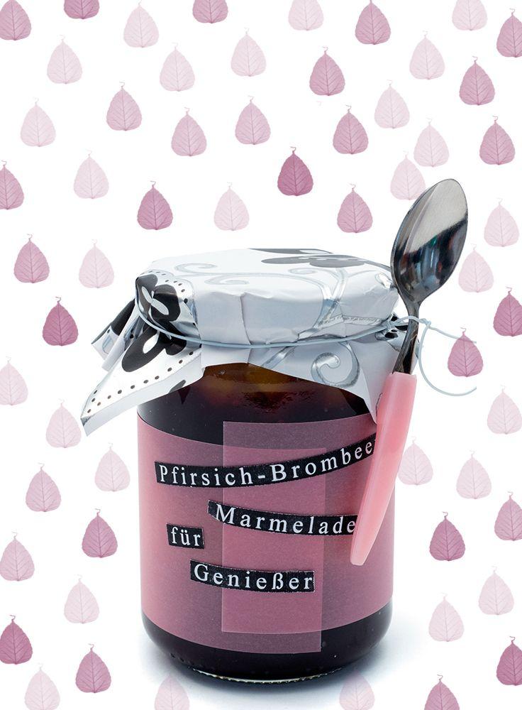 Selbstgemachte Marmelade schmeckt nicht nur gut, sondern sieht kreativ verpackt auch extrem toll aus!