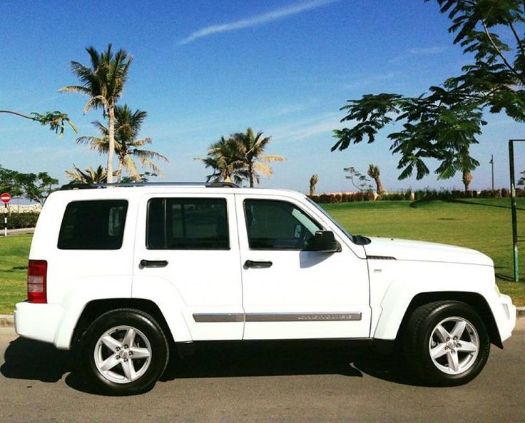 Jeep Cherokee 2011 Muscat 84 000 Kms  5895 OMR  Anne Setlakwe 9410 7135  For more please visit Bisura.com  #oman #muscat #car #classified #bisura #bisura4habtah #carsinoman #sellingcarsinoman #muscatoman #muscat_ads #jeep #cherokee