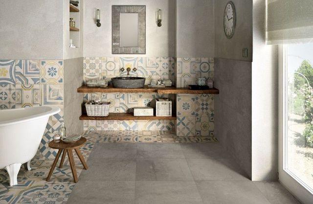 Carreaux traditionnels en ciment, mobilier en bois et esprit authentique pour cette salle de bains
