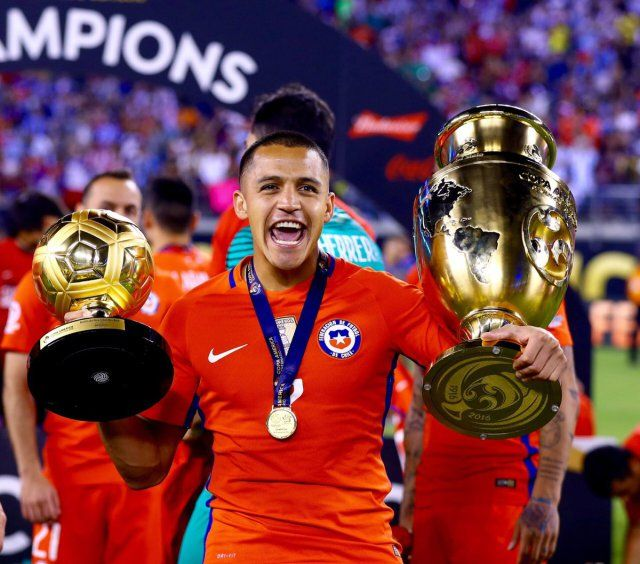 Iced-up Alexis Sanchez celebrates Chiles Copa America win on Instagram
