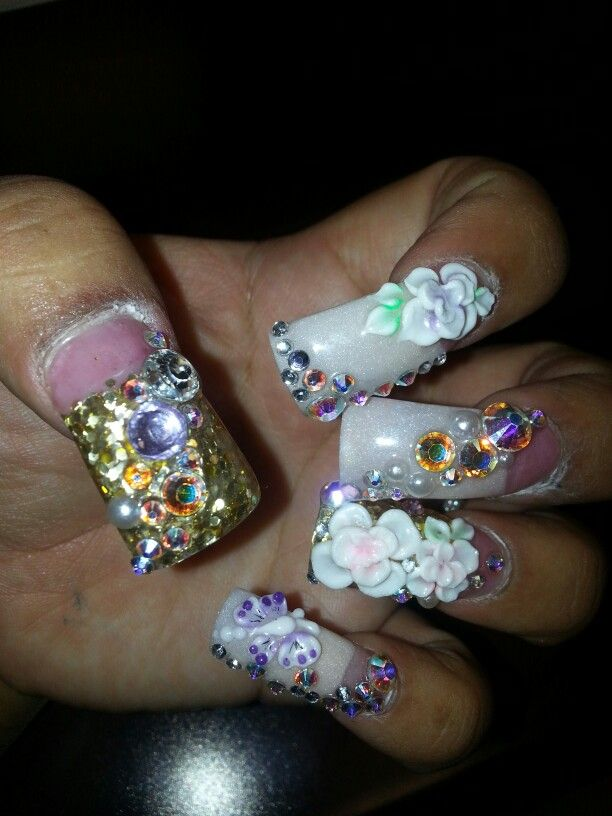 Flowers n stones!!!  Beige n gold!!! :-)