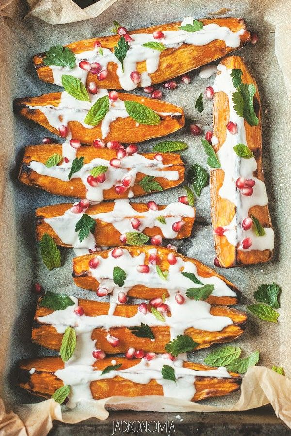 Pieczone bataty z sosem tahini