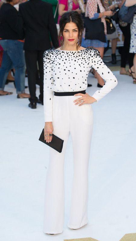 Jenna Dewan-Tatum, con mono black & white con detalles joya de Zuhair Murad Otoño 2015.