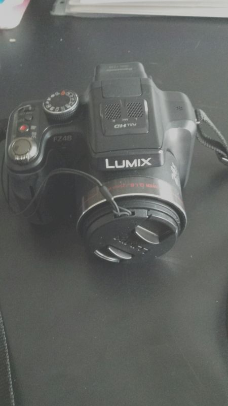 cet appareil m'a été offert il y a un an et n'a jamais servi car je suis plus reflex qu'électronique. Location appareil photo LUMIX FZ48 à Quincy-Voisins - www.placedelaloc.com