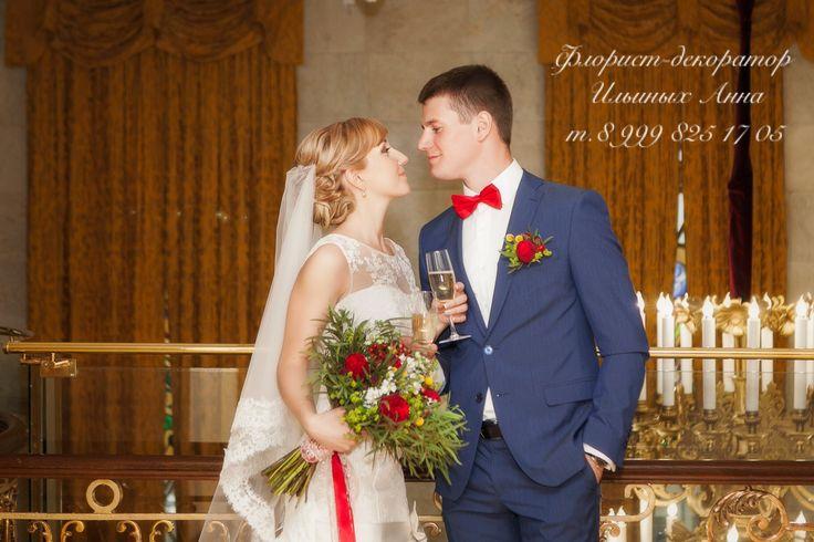 Букет невесты с красными пионовидными розами в стиле Рустик