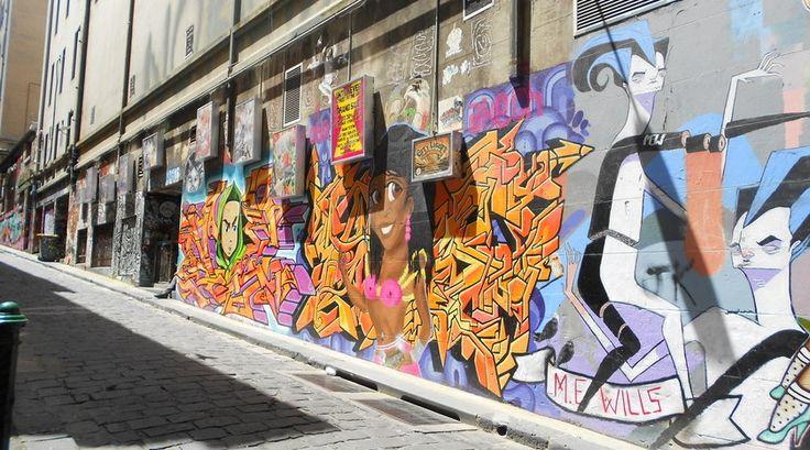 """""""Sta stil bij de goede straatartiesten, duik in de kleine straatjes waar graffiti tot kunst is verheven en geniet van het overheerlijke eten en drinken waar Melbourne om bekend staat."""" Lees verder op https://www.reiskrantreporter.nl/reports/1471"""