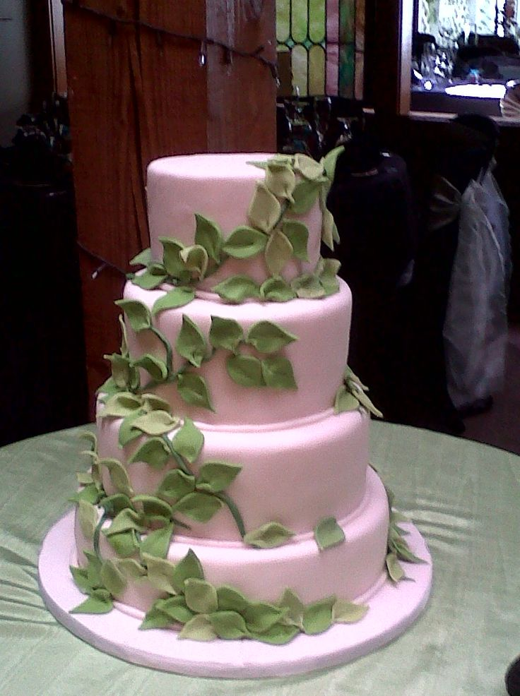 wedding cake with green leaves vines jungle leaf wedding cake white and green www 26903