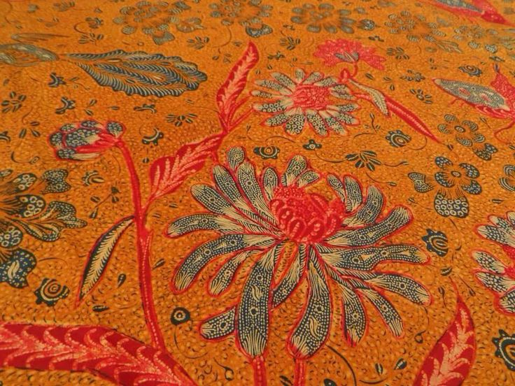 Tjoa Tjoen Kiat: creator of batik 3 negeri style 2nd generation from Sala. It's a vintage piece circa 1940's. Collection of Batik Lawasan Widodo Chris.