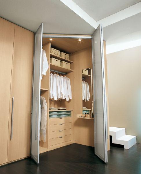 BADROOM - centri camerette specializzati in camere e camerette per ragazzi - Cabina spogliatoio d'angolo con ante a battente laminato rovere...