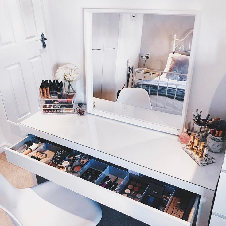 25 Best Hall Stand Ideas On Pinterest: 25+ Best Ideas About Makeup Stand On Pinterest