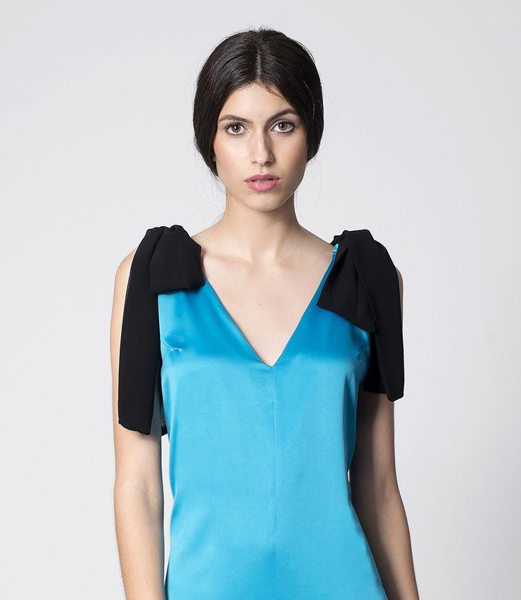 NUBBE CLOTHES S/S 17 | MONO ANNA  La comodidad no está reñida con el #estilo ! Anna es un precioso #mono, cómodo y #elegante, confeccionado en satén con #lazos a contraste en los hombros.  http://nubbeclothes.com/shop/vestidos-y-monos/mono-anna/  Imagen: Mono Anna. Colección Nubbe Clothes   #SS17 #moda #fashion #madeinspain #modagallega