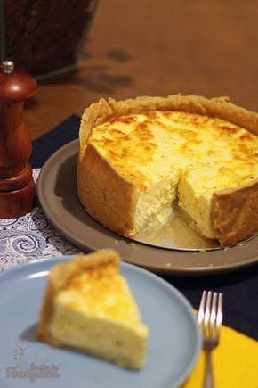 Pensou em uma massa crocante e um recheio super macio e perfumado? É assim mesmo que fica essa saborosa quiche de queijo branco. A massa pode ser preparada na véspera e o recheio não poderia ser ma…