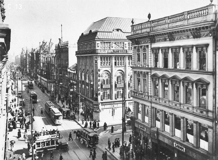 """Hallo,  ich bin auf der Suche nach Informationen und Bildern zum Haus Friedrichstadt (Friedrichstraße 194-199). Insbesondere Zum Bau des Gebäudes 1935 (Fotos vom """"frisch"""" Fertiggestellten Gebäude scheinen sich sehr gut versteckt zu halten) und…"""