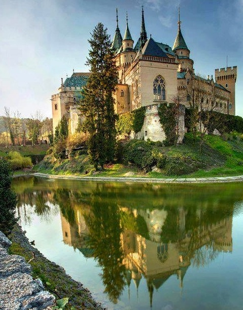 Option for the venue. I want to rent a castle that will make you believe you're in a Disney fairy tale.