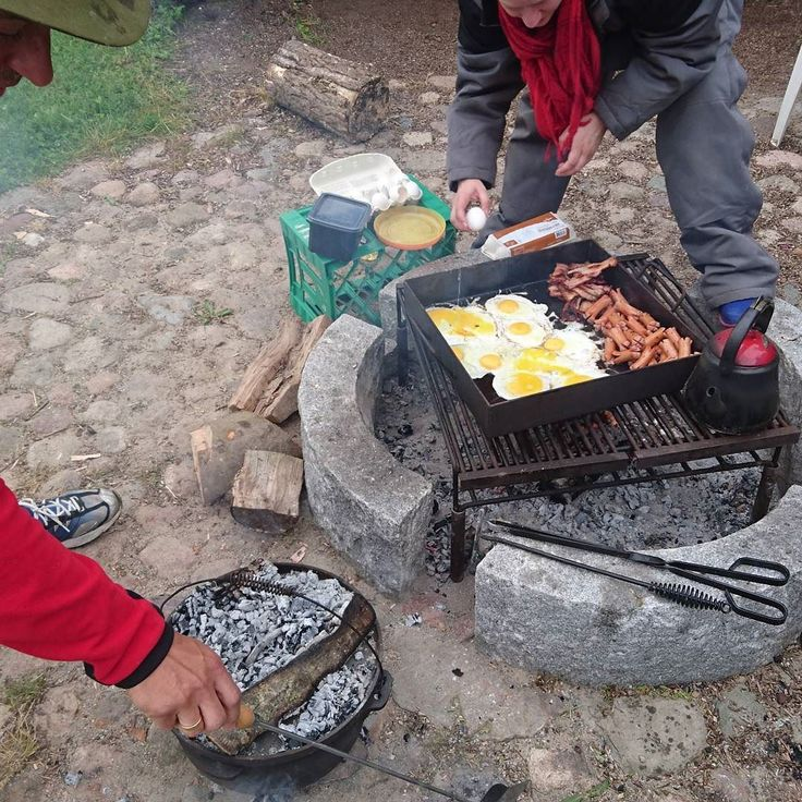 Morgenmad the great way.... Fra forleden weekend  #breakfast #eventyr #outdoor #outside #eventyretstarteridinbaghave #bålmad #bål #bonfire #friluftsliv