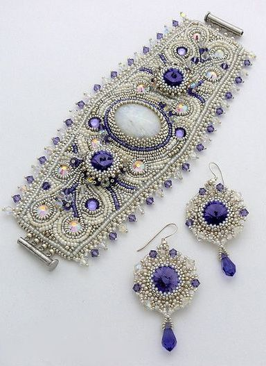 Bead embroidered bracelet in silver and violet
