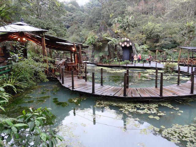 Wulai se encuentra al sur de Taipei, en New Taipei City , y destaca por sus aguas termales y su culturaaborigen. Además durante los meses ...