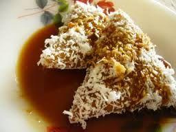 kue lupis, cemilan indonesia, jajanan tradisional, jajanan pasar, kelapa, gula merah, makanan tradisional, jajanan murah, kue pasar, ketan, cemilan tradisional, indonesia food, indonesia traditional cake