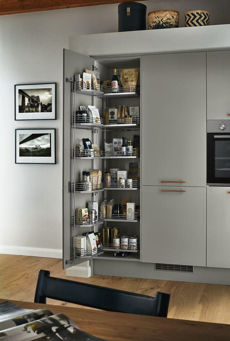 25 beste ideeen over howdens kitchen range op pinterest the glendevon grey kitchen features a high gloss soft grey slab door and offers practical