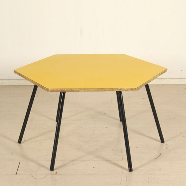 Tavolo per bambini vintage anni 60; legno ricoperto in formica, metallo verniciato.