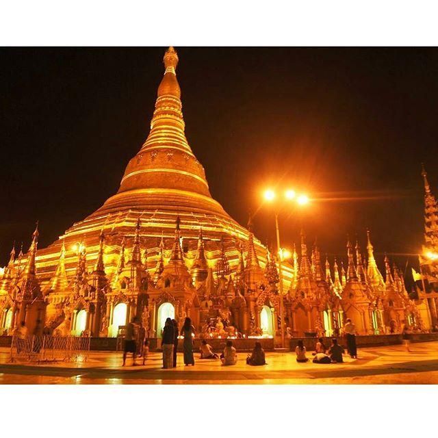 Instagram【yuuka0829】さんの写真をピンしています。 《ミャンマー経験者が必ず口を揃えて夜も絶対に行けと言っていたシェエダゴンパゴダ❇❇❇ 夜遅くでもお祈りしてる地元民がいっぱい🙏🌠⭐ ここを散策してると必ず現地人にたくさん声をかけられるんだけど、夜はナンパもされるのでご注意ください😂😂😂 #ミャンマー #ビルマ #ヤンゴン #シェエダゴンパゴダ #旅行 #旅 #海外旅行 #旅の記録 #旅行好きな人と繋がりたい #ファインダー越しの私の世界 #写真好きな人と繋がりたい #ダレカニミセタイケシキ #夜景 #旅人 #オリンパスペン #オリンパス倶楽部 #myanmar #yangon #shwedagonpagoda #happy #vacation #trip #travel #traveling #instatravel #travelgram #instapassport #travellovers #travelgirl #travelaroundtheworld》